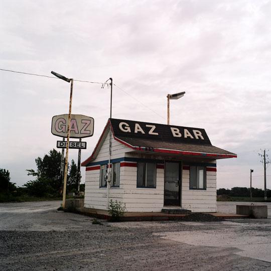 gaz bar/ Acton Vale, p.Q, 2010 / Annie-Ève Dumontier